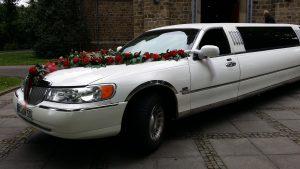 Lincoln-mit-Blumengirlande-rot